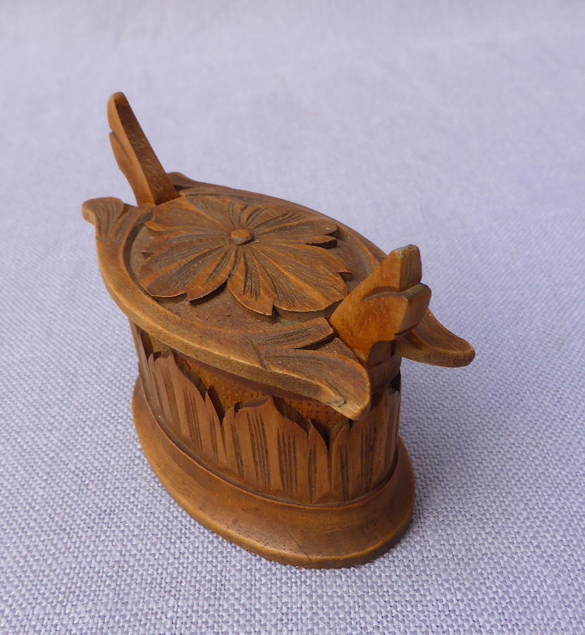 Miniature carved wood Norwegian tine
