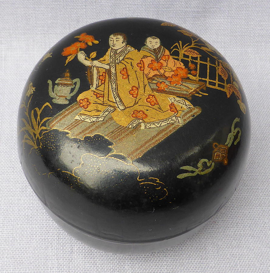 Japanese export lacquerware lidded box