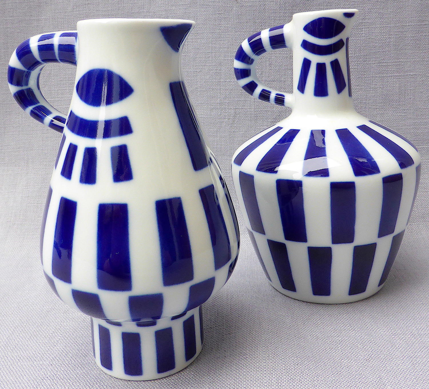 Two Sargadelos Paxaroforme stylised bird jugs