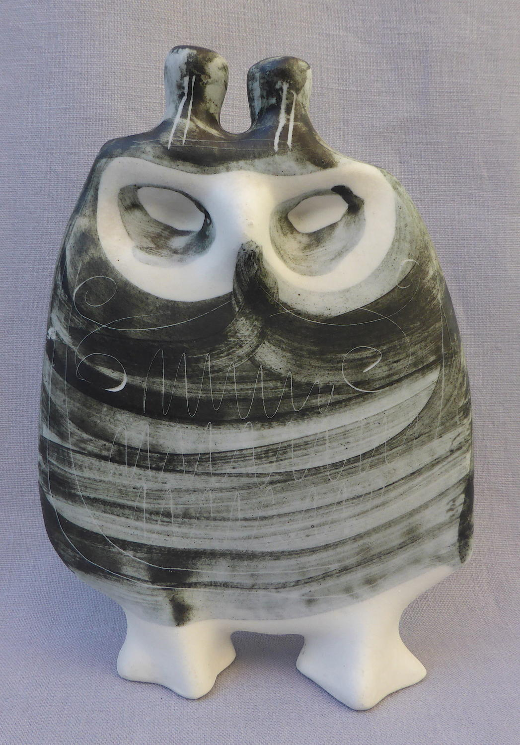 Richard Parkinson studio pottery owl by Susan Parkinson
