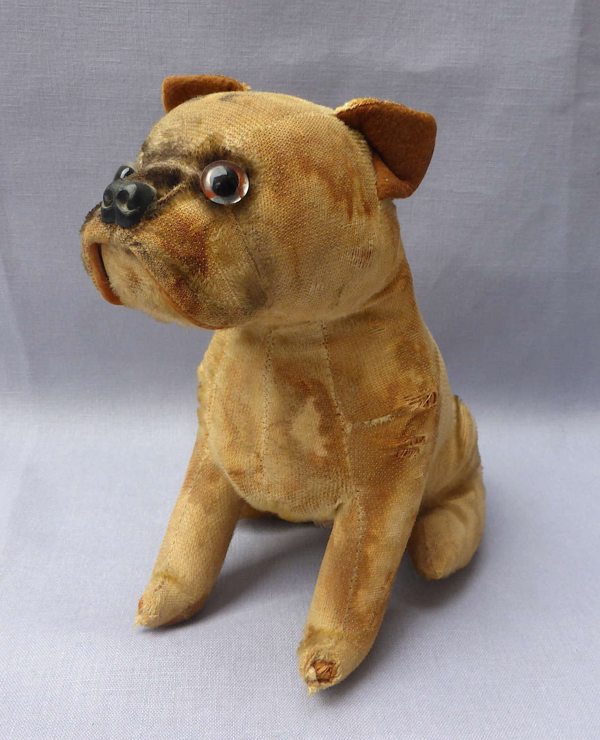 Unusual 1960s Plush Bulldog Transistor Radio