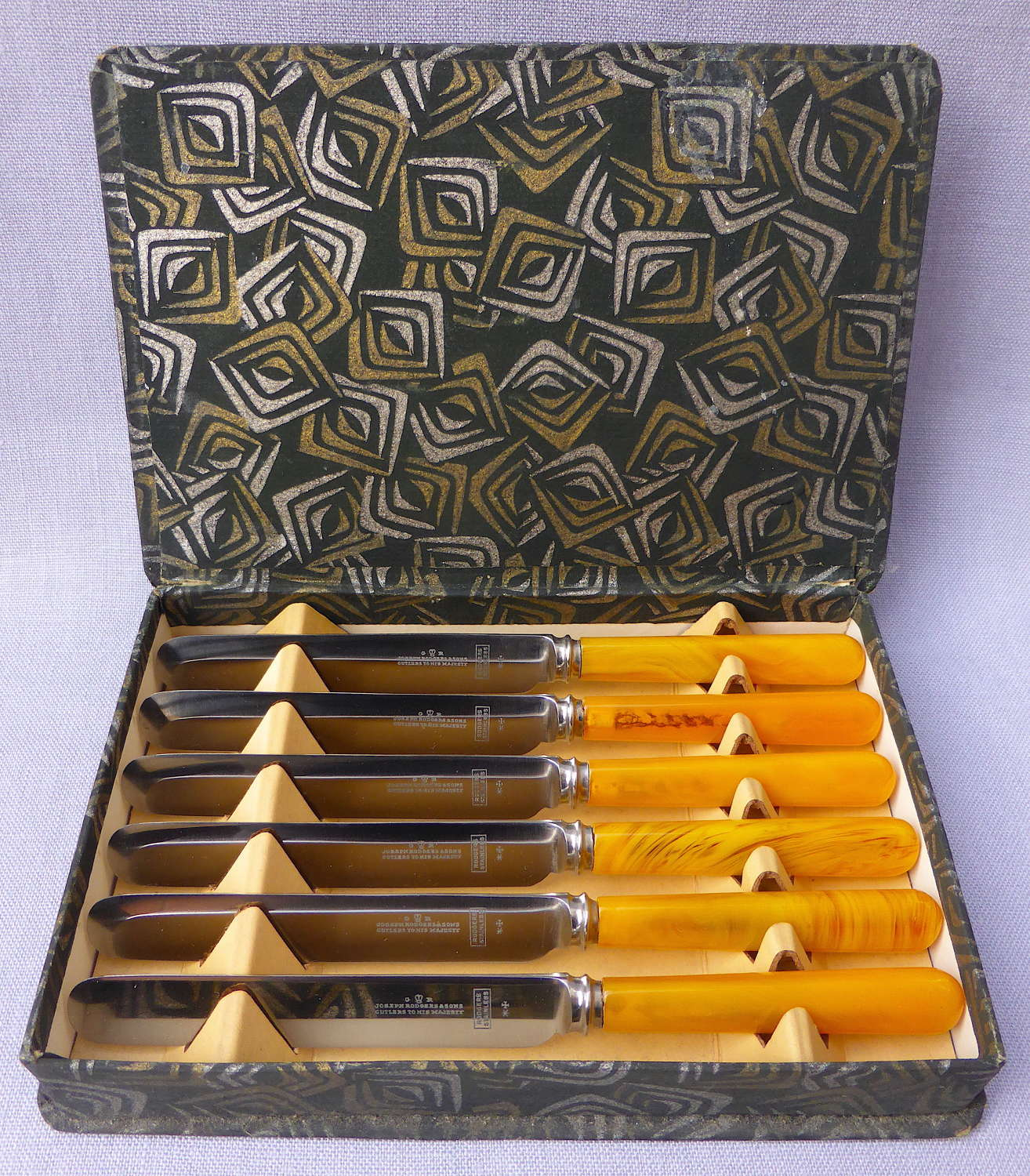 Boxed set of 6 faux amber handle butter knives