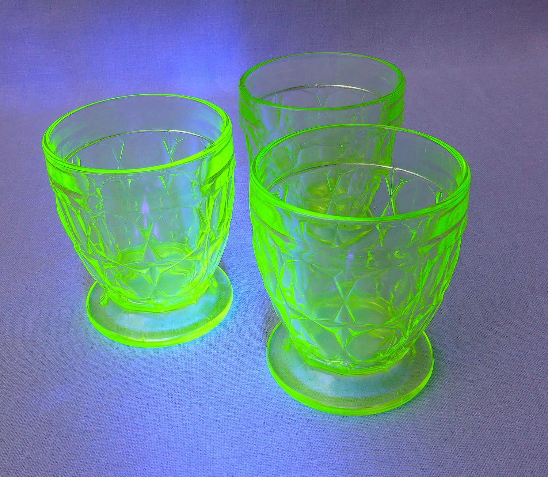 Set of 1930s green vaseline uranium glass tumblers