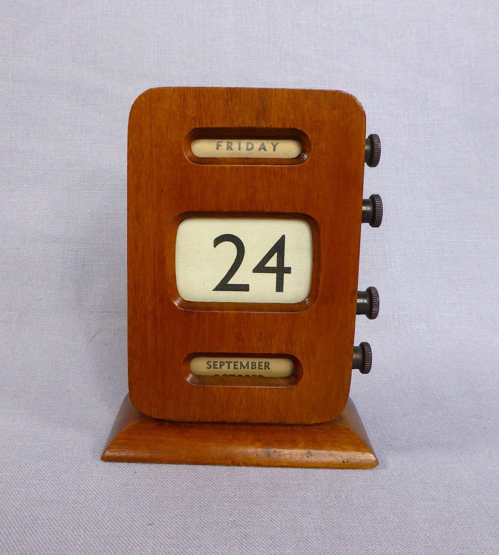 Perpetual roller desk calendar